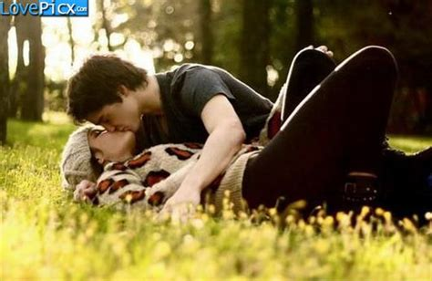 love couple kiss themes love couple kissing in garden park kiss cute wallpapers