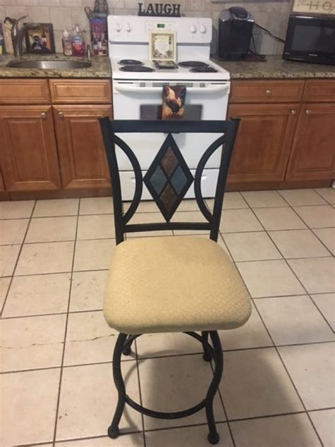 Kitchen Table With Swivel Chairs Set Of Four Swivel Bar Or Kitchen Table Chairs Like New New York 11704 West Babylon 60