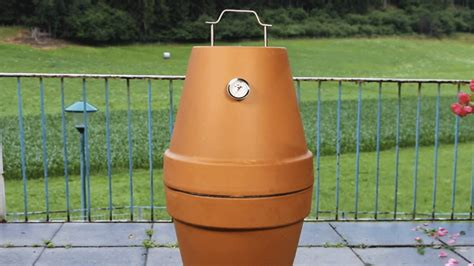 Blumentopf Grill by How To Turn 2 Terracotta Flower Pots Into A Backyard Grill