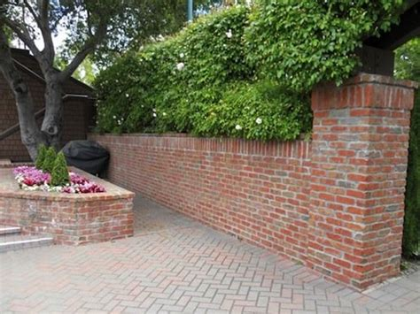 Brick Wall Planters by Pics For Gt Brick Retaining Wall Garden