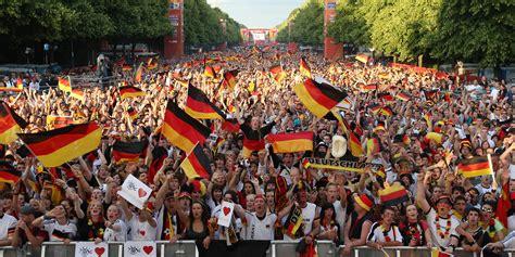 Bewerbung Deutschland Wm 2006 Schwarz Rot Braun Warum Der Quot Patriotismus Quot Der