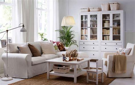 ein helles wohnzimmer mit ektorp 2er sofa und r 233 camiere