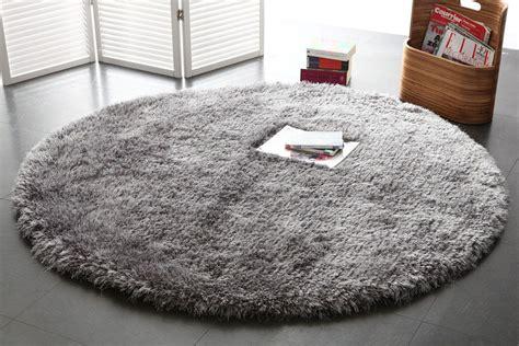 tappeto rotondo grigio tappeto shaggy rotondo color grigio 150 cm ugo miliboo