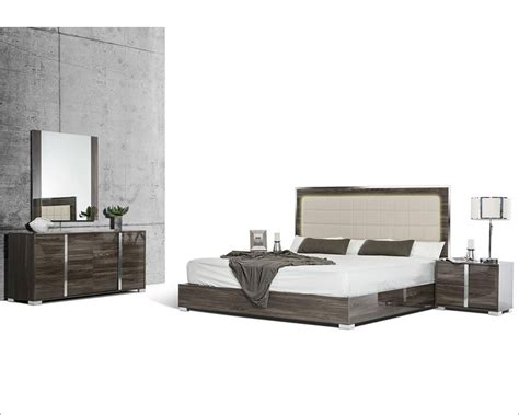 Grey Bedroom Furniture Set by Grey Made In Italy Bedroom Set In Modern Style 44b118set