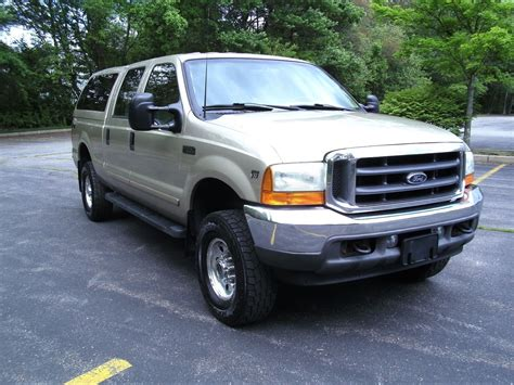 find used 2001 ford f 250 xlt crew cab v8 auto 4x4 needs work cheap no reserve in revere 2001 ford f250 xlt 4x4 crew cab short bed v10 low miles drives well no reserve used ford f