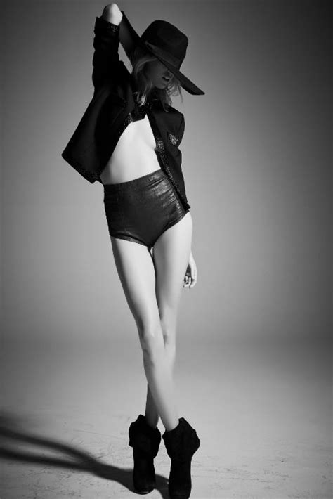 Top Model Style Black White Impor fashion model poses fashion photography inspiration and black white fashion on