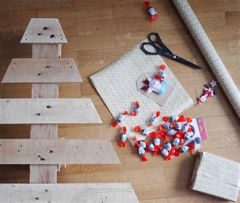 Fabrication D Un Calendrier De L Avent by Fabriquer Un Calendrier De L Avent En Palette Diy