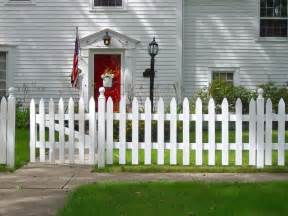 Number of white picket fence ideas for your front and back yards
