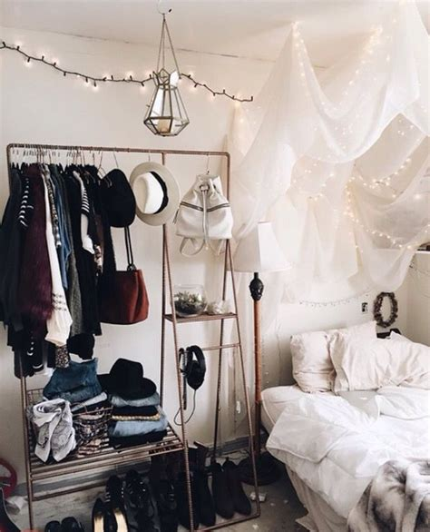 Outfitters Appartment by Best 25 Grunge Room Ideas On