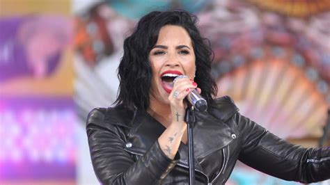 stone cold demi lovato holds note demi lovato performs hits on gma holds longest note
