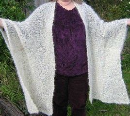 free knitting patterns for ponchos or capes 28 best images about knit cape poncho patterns on