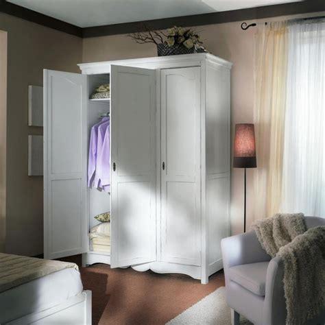 armadio con ripiani armadio 3 ante con 2 ripiani interni
