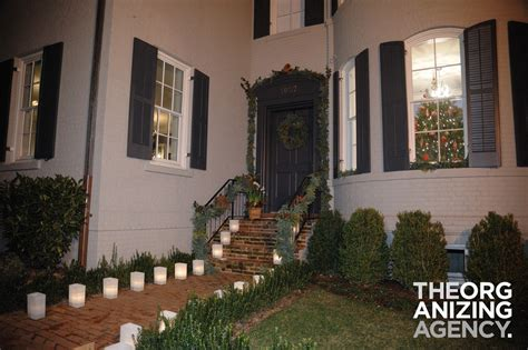 outdoor holiday decoroutdoor holiday decorating services