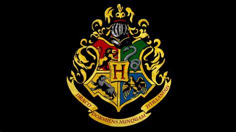 sih arti  hogwarts logo