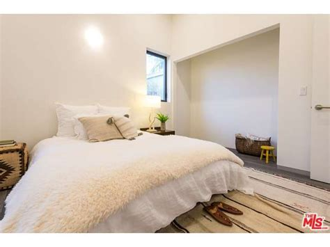 organic bedroom this la home can give us all a lesson in organic modern style