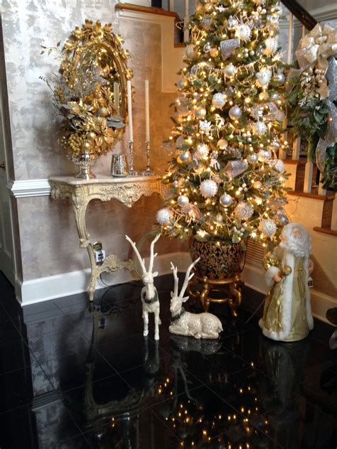 a perfect setting foyer re do with christmas decor
