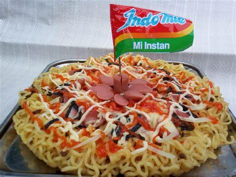 membuat mie pizza 5 kreasi mie instan sebagai penyelamat anak kos yang anak
