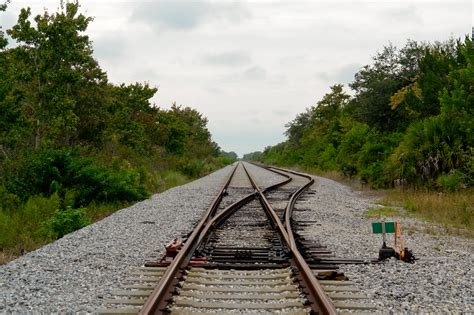 tracks in florida file railroad tracks merritt island florida jpg wikimedia commons