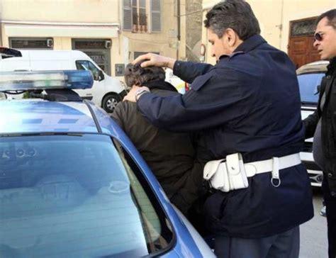 commissariato porta genova giugliano polizia arresta un nomade ladro d auto