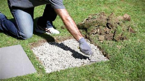 vialetto giardino vialetto in giardino con lastre di pietra come