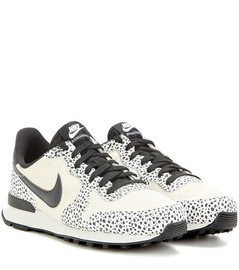 nike sneakers nike internationalist premium sneakers in black lyst