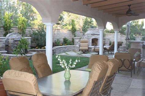california backyard patio i have a small southern california track housing yard with