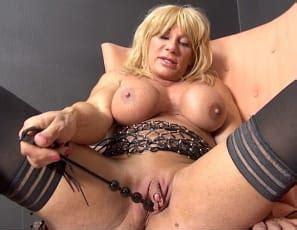 Lesbian pornstars with large clits