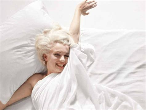 marilyn monroe in bed in bed with marilyn monroe