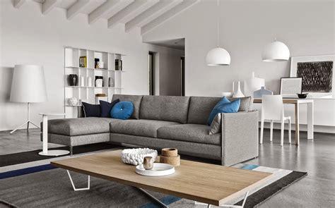 divani ad l come arredare una stanza irregolare idee mobili