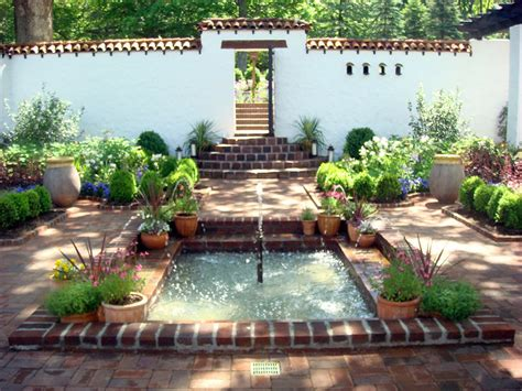 Spanish Style Courtyards | small front courtyards small spanish style courtyard