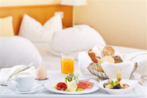 Bilder Im Bett by Bild Quot Lobby Mit Kamin Quot Zu Inselhotel Faakersee In Faak Am See