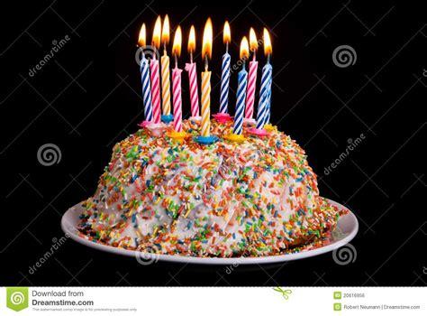 torta con candele torta di compleanno con le candele fotografia stock