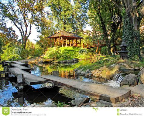 patio japonais jardin japonais avec une piscine d eau un pavillon et un