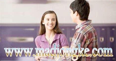 cara membuat wanita jatuh cinta melalui chat 8 cara membuat pria jatuh cinta madjongke
