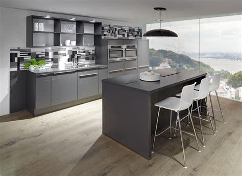 Cucine A Isola Moderne by Cucine Con Isola Moderne E Personalizzate Clara Cucine