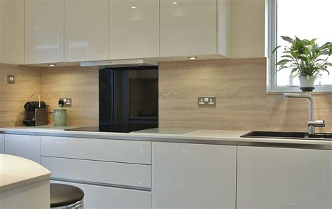 Cream Kitchen Cabinet Doors by Handleless Cream Kitchen Quartz Worktops In Crawley Down
