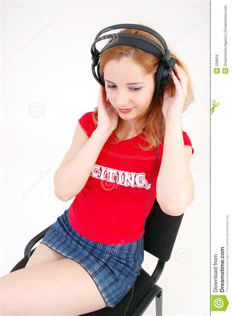 ragazze in ragazza in miniskirt con la cuffia avricolare immagini