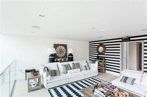 Striped Accent Wall Living Room 15 Fabulous Living Rooms With Striped Accent Walls