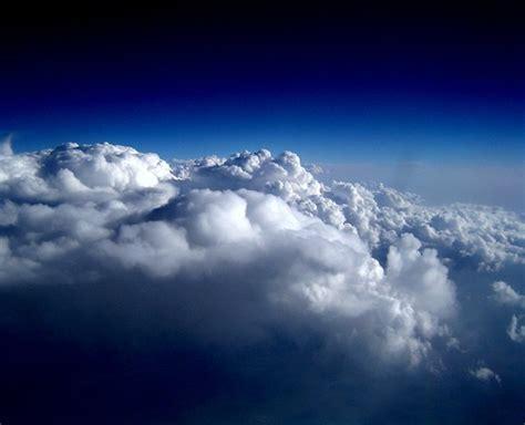 wallpaper di atas awan potret kus di atas awan teknologi membangun negeri