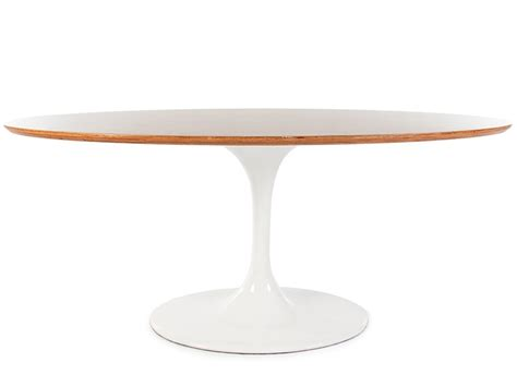 oval table tulip saarinen