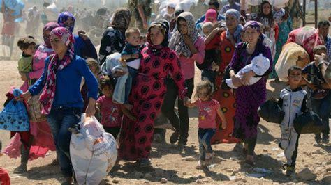 syrian turkey refugee cs 130 000 syrian refugees reach turkey fleeing isis