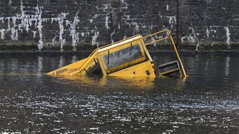 sinking boat docks tourist boat sinks off liverpool dock itv news