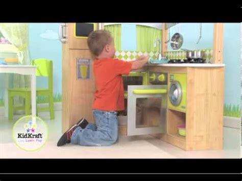 cuisine enfant 4 ans coin cuisine pour enfant vert et naturel kidkraft