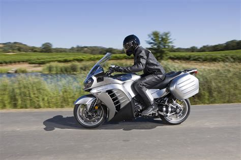 Kawasaki 1400 Concours by 2011 Kawasaki Concours 14 1400 Gtr Pics Specs And