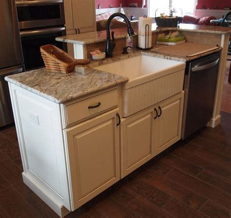 how to decorate kitchen island with sink best 25 kitchen island with sink and dishwasher ideas on