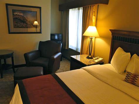 theme hotel denver best western unveils dinosaur themed hotel in colorado