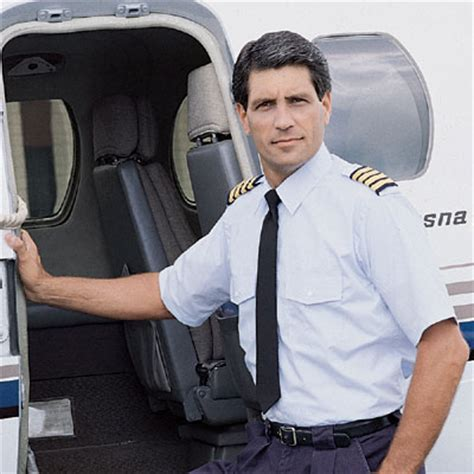 Kaos Pilot Shirt Aviation Student dress the part student pilot news