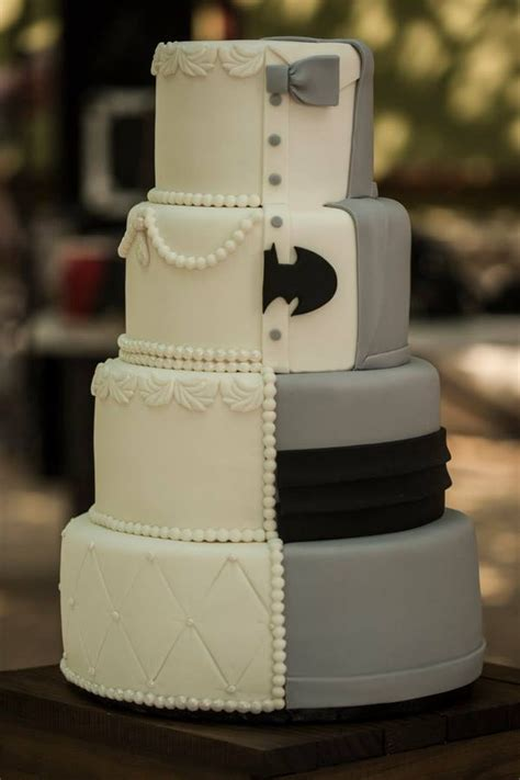 Hochzeitstorte Batman by 1 2 Batman Wedding Cake Cakecentral