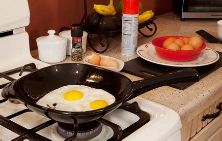 100 ceramic skillet 9 5 100 ceramic omelet skillet review make the