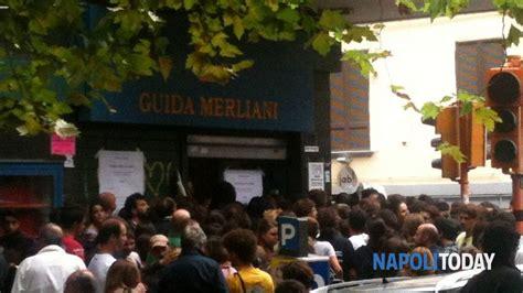 libreria guida nola napoli centinaia di persone in fila per la libreria guida